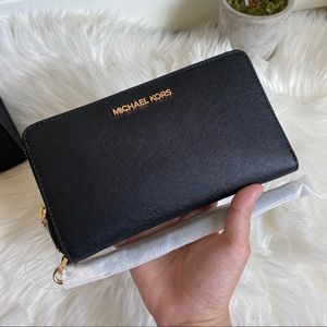 NEW AUTHENTIC MK WALLET